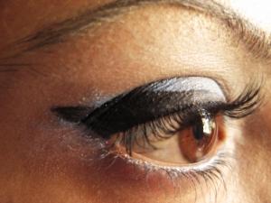 Hur plockar man ögonbryn