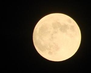 Hur lyser månen