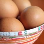 Hur kokar man ägg utan att skalet fastnar