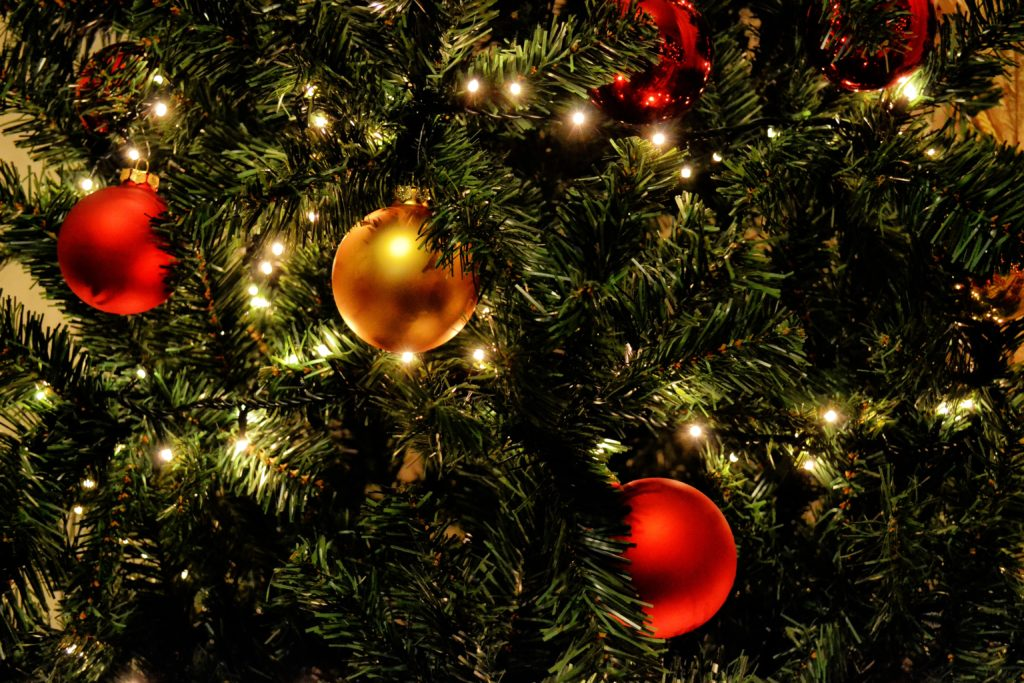 Hur hittar man traditionella helgdagar eller högtider utomlands
