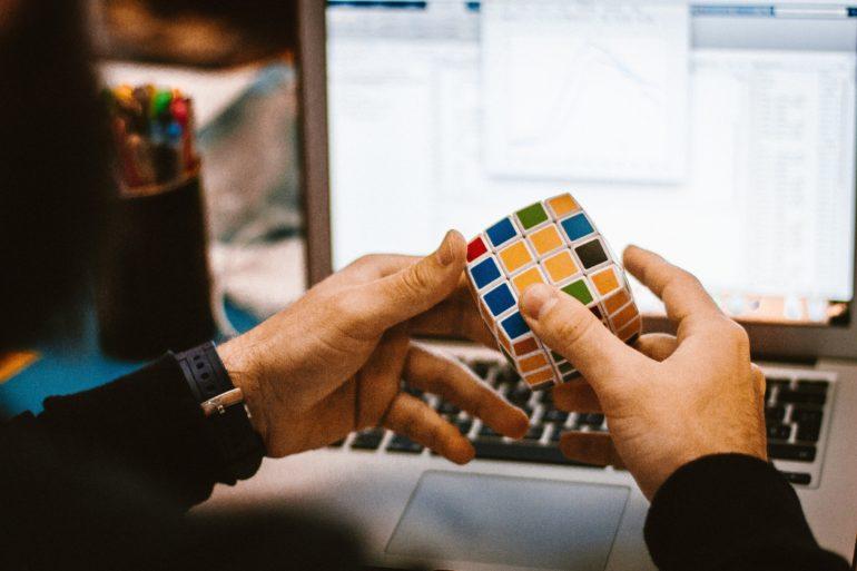 Att lösa Rubiks kub